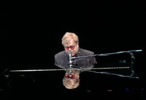 elton john, reflected in piano, ft. wayne, in, live