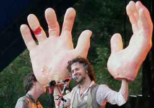 wayne coyne giant hands