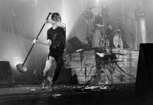 Nine Inch Nails, Live, head like a hole