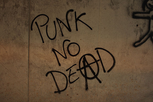 Punks Not Dead, punk no dead